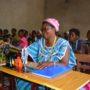 100 femmes et filles des quartiers Kalundu et Kilibula  en formation de coupe-couture
