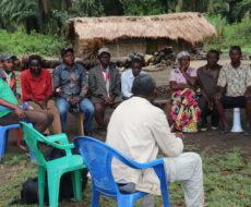 Réunion avec les membres de la communauté à Kenya sur leur participation aux activités d'adduction