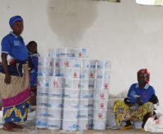 Distribution en deux phases de plus de  5000kits hygiéniques à 2700 femmes et filles déplacées internes et refugiées burundaises de zones de santé de RUZIZI, LEMERA et FIZI avec le soutien financier de l'ONUFEMMES.
